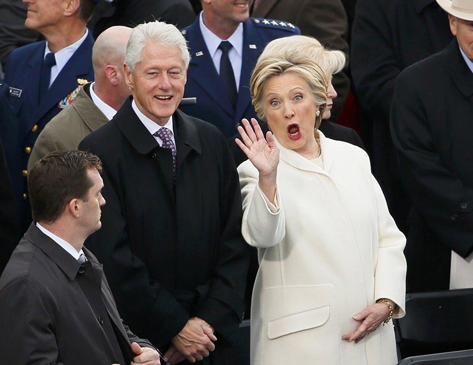 Билл и Хиллари Клинтон перед церемонией инаугурации избранного президента США Дональда Трампа. 20 января 2017 года