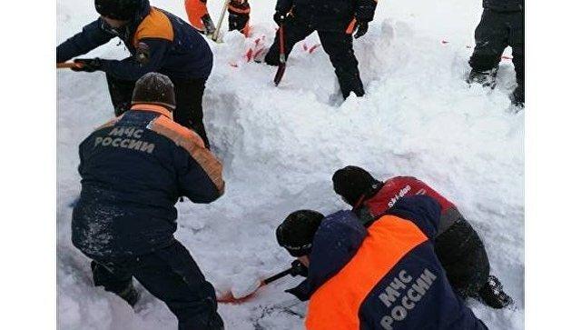 МЧС: Два человека погибли под лавиной вМурманской области