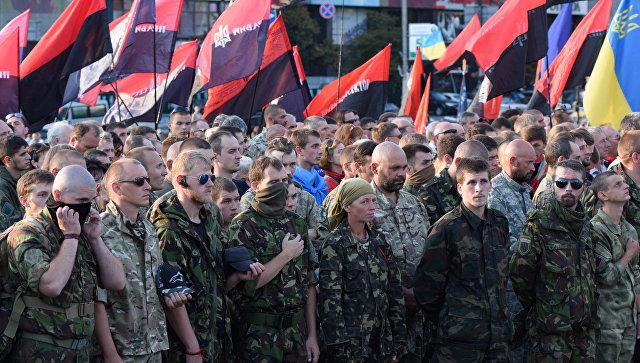 Участники Народного вече организации Правый сектор в Киеве