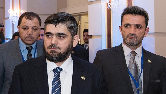 Глава делегации сирийской оппозиции Мухаммед Аллуш из группировки Джейш аль-Ислам (слева на первом плане) перед началом встречи по Сирии в Астане. Архивное фото