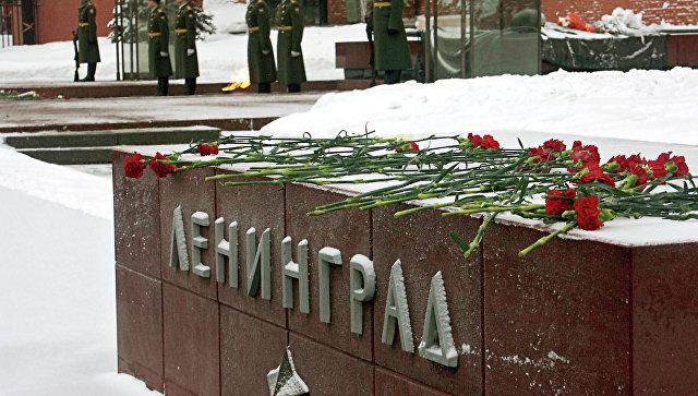 Гранитная аллея городов героев у могилы Неизвестного солдата - Ленинград. Архивное фото