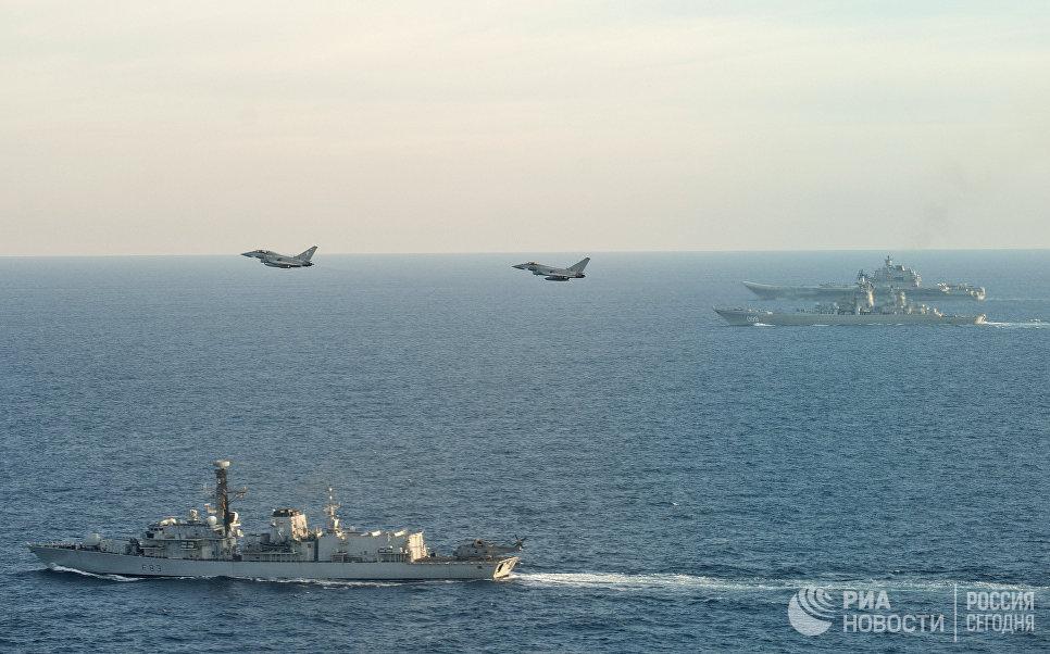 Самолеты британских ВВС Тайфун и британский корабль St Albans сопровождают российские корабли Петр Великий и Адмирал Кузнецов