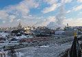 Вид со Спасской башни Московского Кремля на Большой Москворецкий мост и Москва-реку