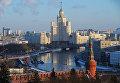 Стена и Беклемишевская башня Московского Кремля, Москва-река и высотное здание на Котельнической набережной