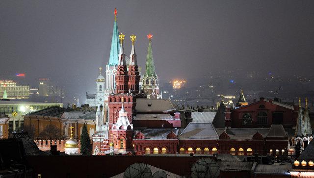 Государственный исторический музей и башни Московского Кремля