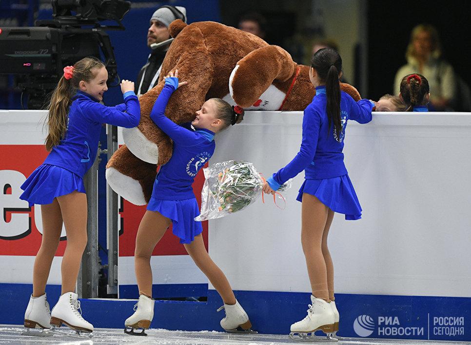 Поздравляю Женечку иАнечку стриумфом начемпионате Европы— Евгений Плющенко