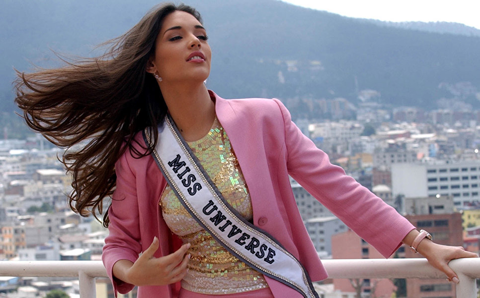Амелия Вега (Доминиканская республика) - Мисс Вселенная 2003