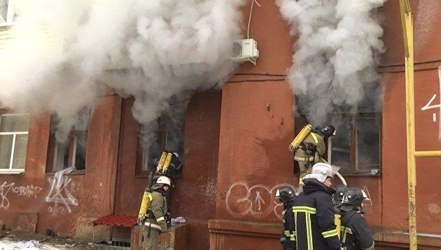 Кадры изЛуганска, где прогремел мощнейший взрыв, ицентр города затянуло дымом