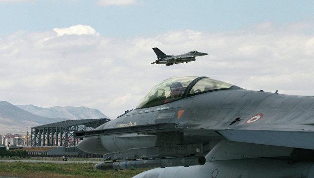 Турецкие истребители F-16 . Архивное фото