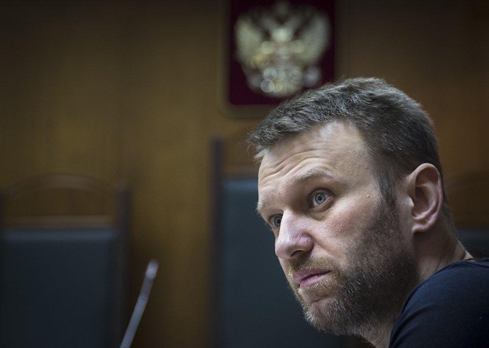 Песков с сочувствием констатировал отсутствие уКремля интереса ксуду над Навальным