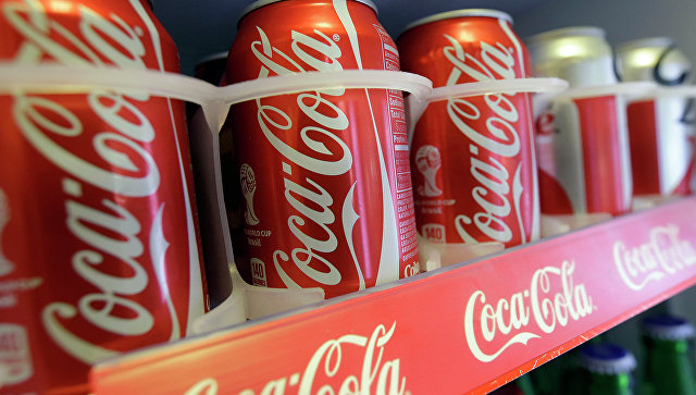 Продукция компании Coca-Cola, архивное фото