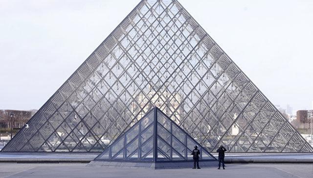 Встолице франции обвинитель объявил, что нападавший уЛувра «поправляется»
