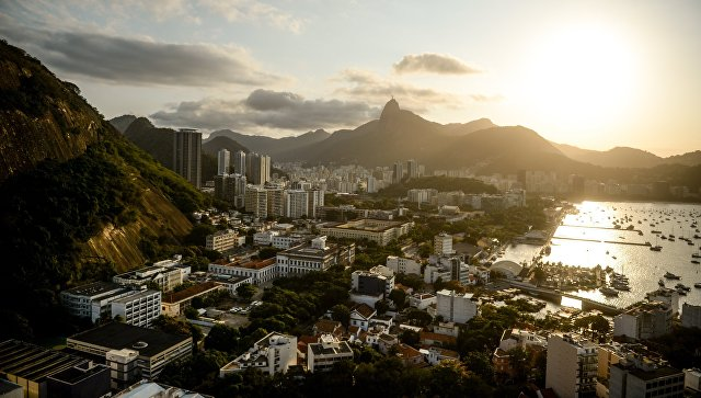 Fitch снизило рейтинг Бразилии до BB-