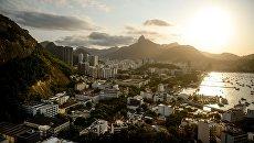 Вид на город со смотровой площадки в Рио-де-Жанейро. Архивное фото