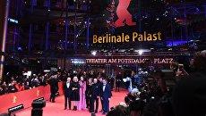 Члены жюри на красной дорожке церемонии открытия 67-го Берлинского международного кинофестиваля Берлинале - 2017. 9 февраля 2017