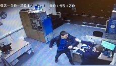 Опоздавший на рейс пассажир избил сотрудника Победы