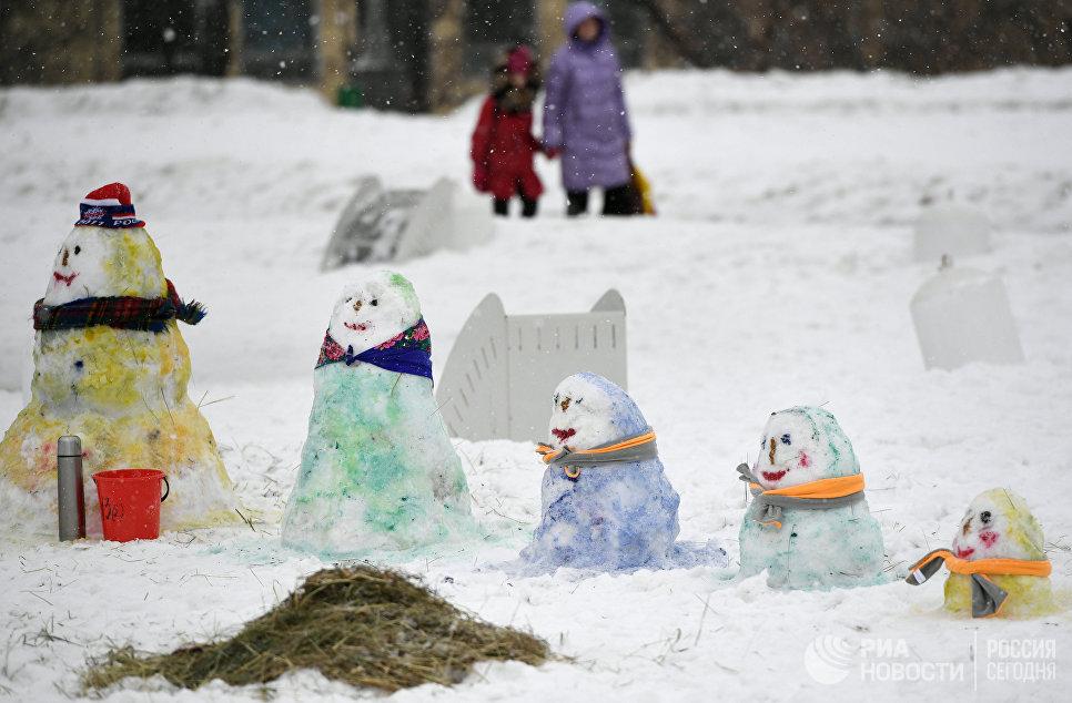 Работы участников Арт-битвы Снеговиков в Московском Дворце пионеров на Воробьевых горах