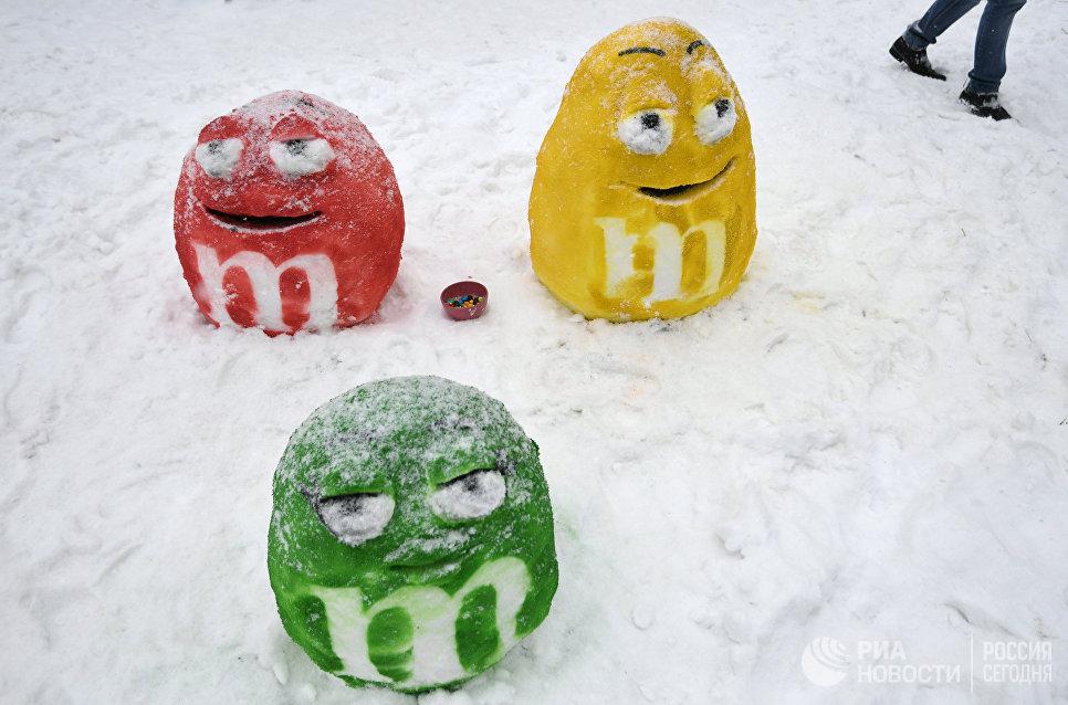 Снежные фигуры на Арт-битве Снеговиков в Московском Дворце пионеров на Воробьевых горах