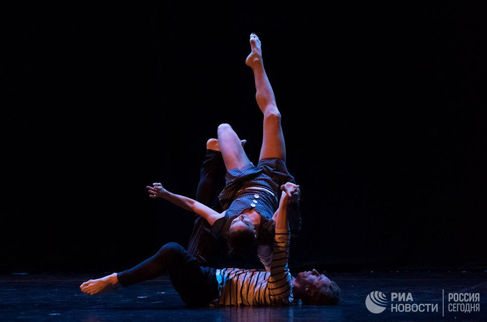 Премьер Мариинского театра, заслуженный артист России Игорь Колб и лауреат международных конкурсов Алиса Петренко выступают на вечере балета Танцы о любви