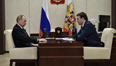 Президент РФ Владимир Путин и министр экономического развития РФ Максим Орешкин. Архивное фото