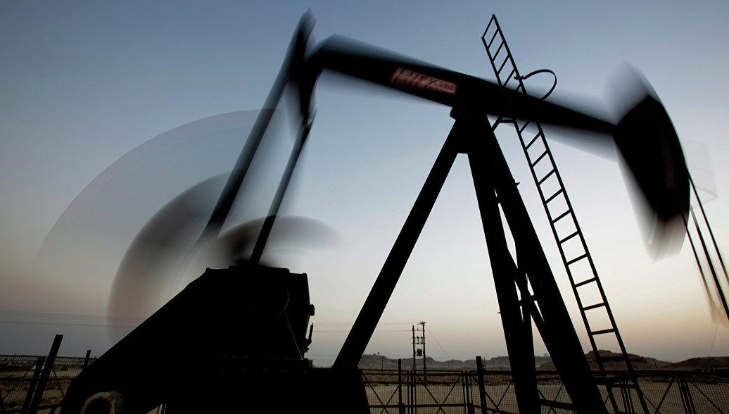 Число работающих нефтяных вышек в США снижается рекордными темпами