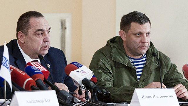 Глава ДНР Александр Захарченко и глава ЛНР Игорь Плотницкий на совместной пресс-конференции в Луганске