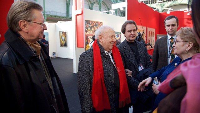 Российские художники стали почётными гостями салона в Париже. Архивное фото