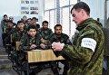 Военнослужащие вооруженных сил РФ и Сирии на занятии в Международном противоминном центре в Алеппо