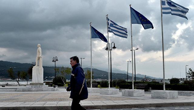 Флагов ЕС и Греции. Архивное фото