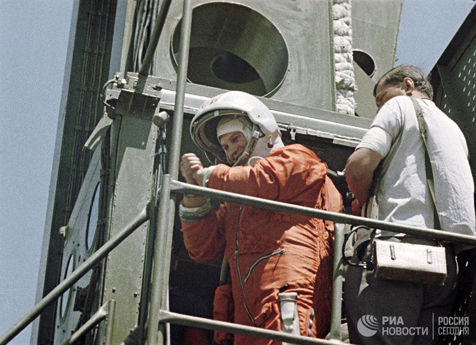 Летчик-космонавт Валентина Терешкова перед стартом
