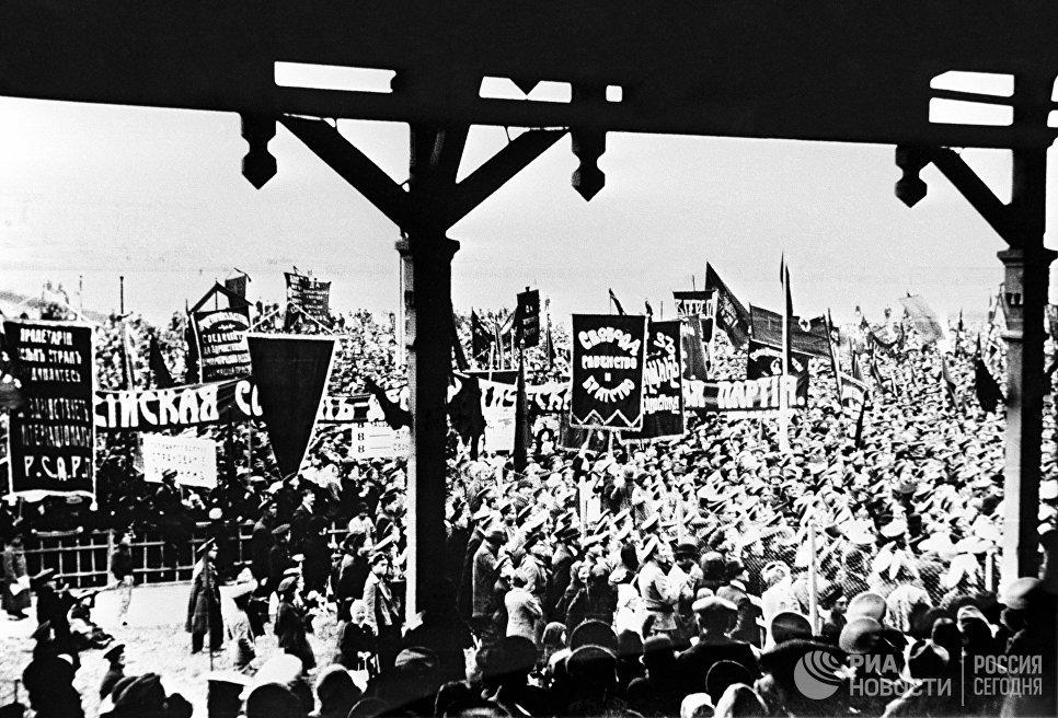 Митинг во Владивостоке в дни февральской революции. 1917 год