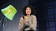 Татьяна Васильева в сцене из спектакля ВЫ НЕ ПО АДРЕСУ, или Безумная в кабриолете Театра Ателье (Независимый театральный проект)