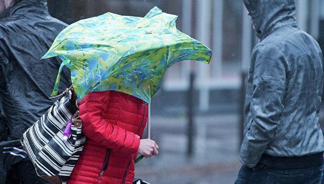 На Англию обвалился шторм «Дорис», отменены рейсы, авто стоят взаторах