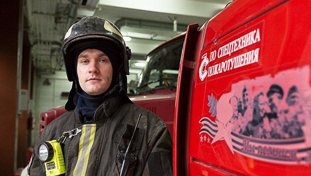 Московский пожарный представлен кнаграде заспасение женщины наМоскве-реке