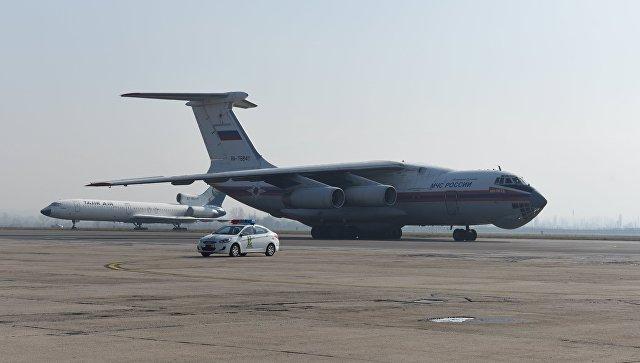 РФ направила вТаджикистан самолет сгумпомощью