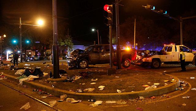 СМИ: в Новом Орлеане автомобиль въехал в толпу людей на параде
