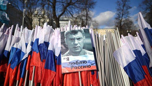 Касьянова впроцессе марша памяти Немцова облили зеленкой