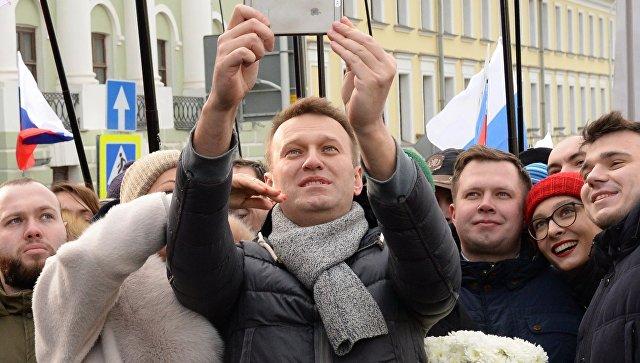 Милиция иказаки спасли Алексея Навального от разъяренных граждан Волгограда