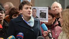 Надежда Савченко во время брифинга на Софийской площади в Киеве. Архивное Фото.