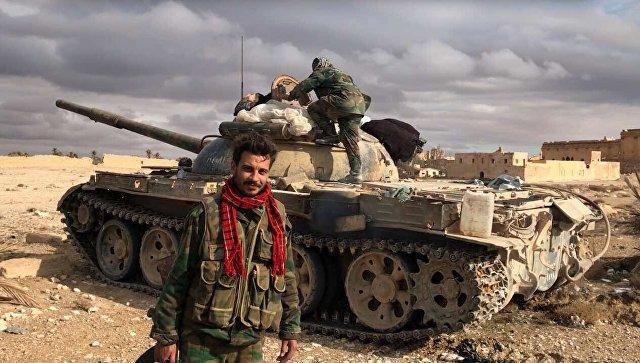 Военнослужащие Сирийской Арабской Республики возле историко-архитектурного комплекса Древней Пальмиры в сирийской провинции Хомс. Архивное фото