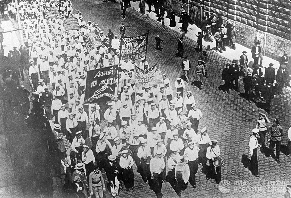 Демонстрация революционных моряков в Петрограде. 1917 год