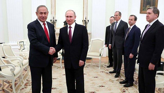 Президент РФ  Владимир Путин подарил  Биньямину Нетаньяху книгу 1526 года