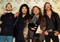 Участники группы Metallica Джейсон Ньюстед, Кирк Хэммет, Ларс Ульрих и Джеймс Хэтфилд на 20-й ежегодной церемонии American Music Awards в Лос-Анджелесе