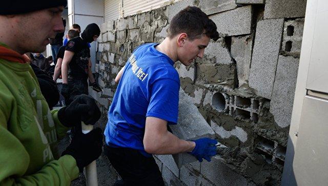 Радикалы продолжают перекрыть кабинет «дочки» Сбербанка вКиеве