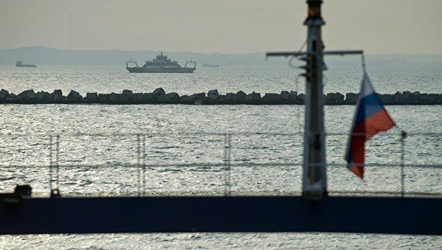 Керченская паромная переправа приостановила работу из-за шторма