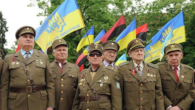 Ветераны Украинской повстанческой армии во время марша в день Праздника Героев во Львове, архивное фото