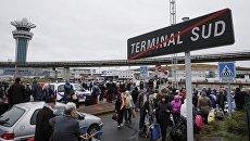 Эвакуация пассажиров из южного терминала аэропорта Орли в Париже, 18 марта 2017