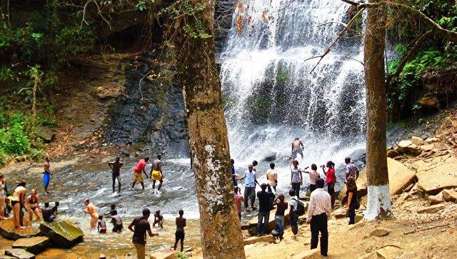В Гане школьников завалило деревьями во время купания, 20 погибших
