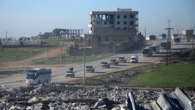 Боевики с семьями из пригорода Хомса прибыли в город Эль-Баб, Сирия. Архивное фото