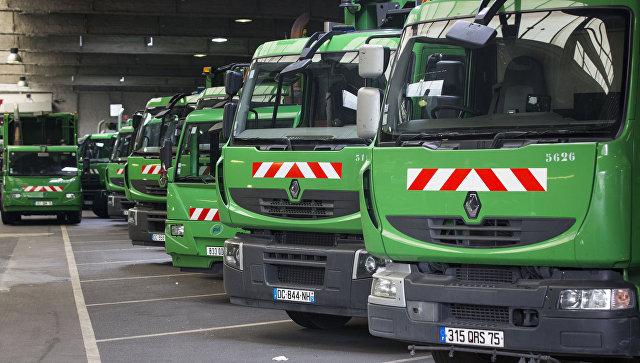 Во Франции неизвестные испортили около 50 мусоровозов за ночь